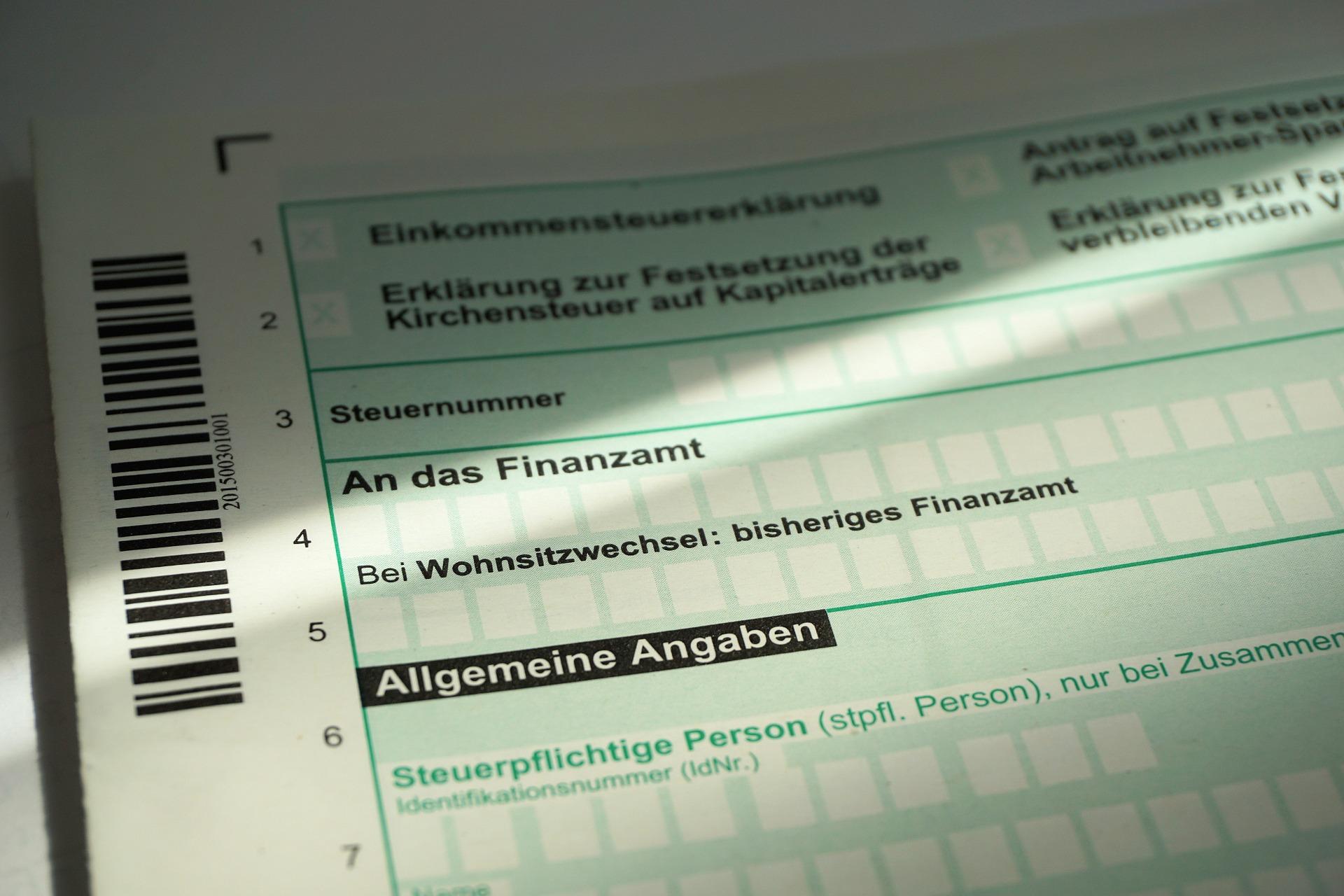 tax-return-1368168_1920